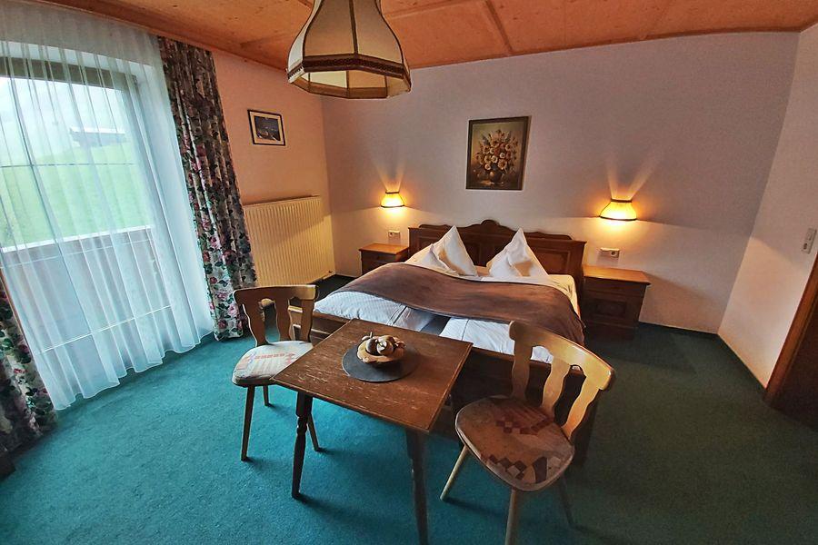 Doppelzimmer mit Ausblick auf die Zillertaler Alpen ©Lexnerhof